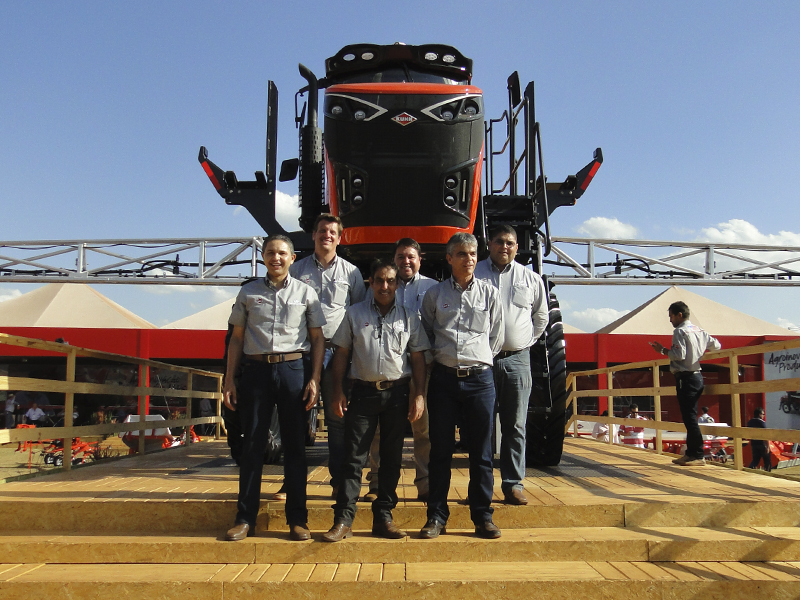 Equipe Uniparts - Stronger HD Agrishow